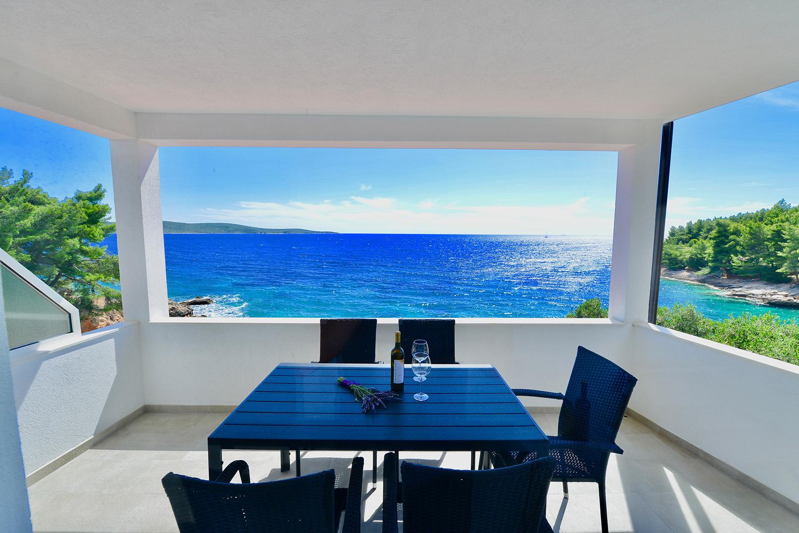 ferienwohnungen auf hvar ferienwohnung in kroatien direkt am meer. Black Bedroom Furniture Sets. Home Design Ideas